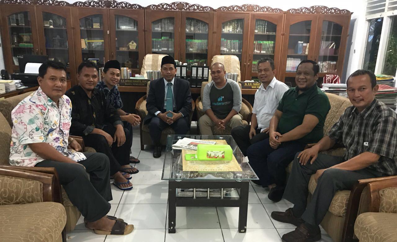 FORBIS IKPM Gontor Silaturrahim ke Wakil Pengasuh PMDG Putri 1