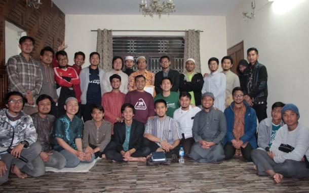 IKPM Gontor Cabang Pakistan Adakan Bincang Santai dengan Dr. Ichsan Dacholfany