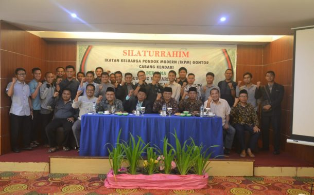 The Family Association of Darussalam Gontor's Kendari Branch Held a Fraternal Meeting with Gontor Senior Teachers