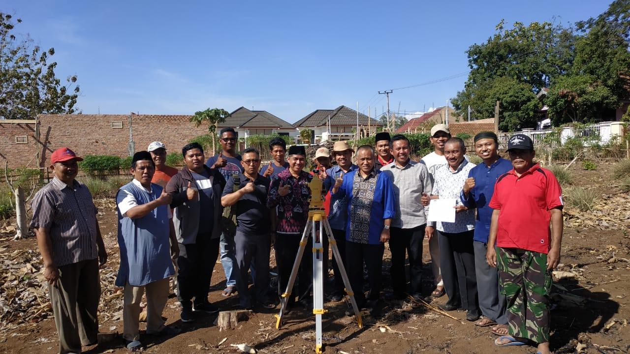 IKPM Gontor Cabang Lampung Ukur Arah Kiblat Masjid dan Kantor IKPM Lampung