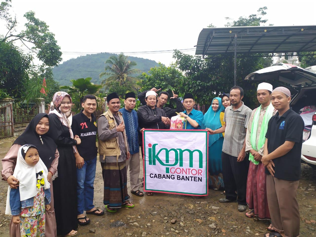 IKPM Gontor Cabang Banten Adakan Baksos Bantu Korban Bencana Banjir di Lebak